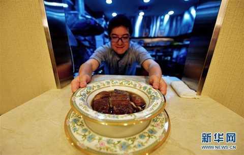 Trong số những món ăn trong thực đơn nhà hàng của ông thì đây là bát mỳ bò có giá đắt nhất.