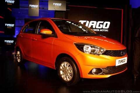 Vẻ ngoài của mẫu xe Tata Tiago này trông sang trọng không kém những chiếc hatchback vài trăm triệu đang bán ra tại Việt Nam