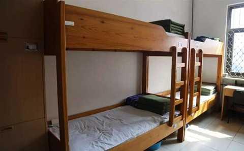 Phòng ngủ đón gió, đón nắng của các phạm nhân