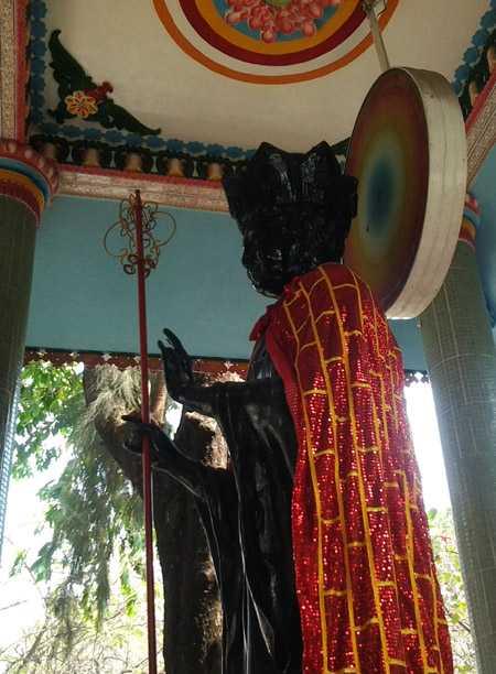 """Tượng """"ông Phật đen"""" được chế tác từ năm 1971 từ nguyên khối đá Italia"""
