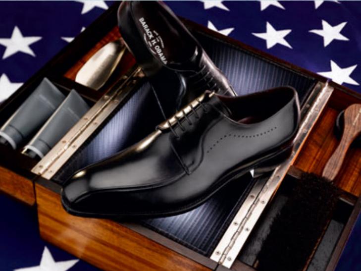 Đôi giày của Obama được thiết kế riêng bởi hãng Johnston & Murphy.