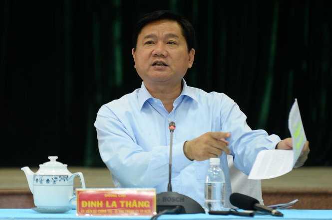 Bí thư thành ủy TP.HCM truy vấn lãnh đạo huyện Hóc Môn và lãnh đạo các ban sở của thành phố về nhiều vấn đề của huyện Hóc Môn - Ảnh: Thuận Thắng
