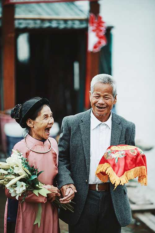 Chuyện tình lãng mạn của ông Thành bà Thủy khiến nhiều người ngưỡng mộ.
