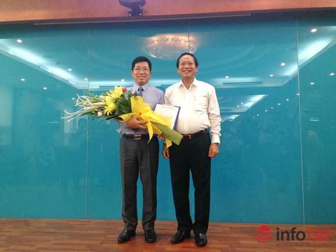 Ủy viên Trung ương Đảng, Bộ trưởng Bộ TT&TT Trương Minh Tuấn trao quyết định bổ nhiệm ông Lưu Đình Phúc làm Cục trưởng Cục Báo chí.