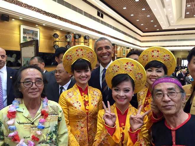 Tổng thống Obama chụp cùng các nghệ sỹ