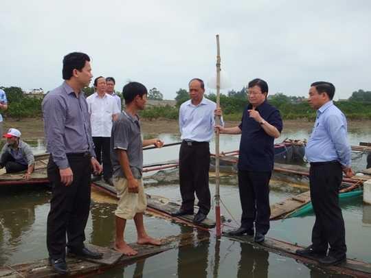 Phó Thủ tướng Trịnh Đình Dũng kiểm trạ tại Hà Tĩnh vào sáng ngày 24/4