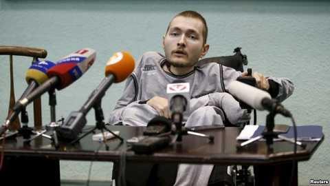 Chàng trai bị nhược cơ toàn thân tình nguyện tham gia ca phẫu thuật cấy ghép đầu.