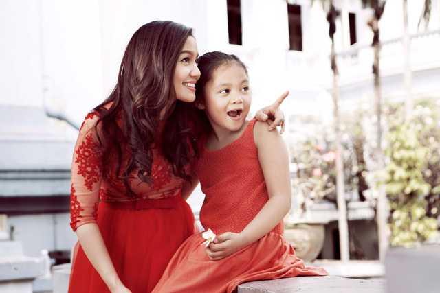 Ca sỹ Ngọc Anh hạnh phúc bên con gái