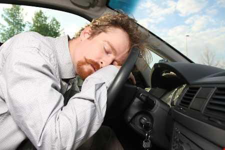 Uống các loại thuốc có tác dụng phụ gây buồn ngủ