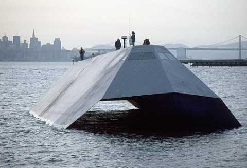 Ngoại hình của Sea Shadow có những nét tương đồng các mẫu máy bay tàng hình Nighthawk của hãng Lockheed.