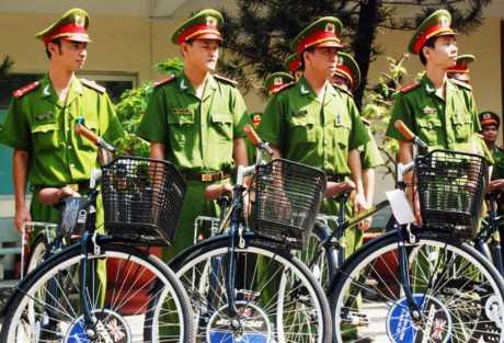 Cảnh sát khu vực trên 15 phường của Q.5 sẽ đi làm bằng xe đạp - Ảnh: A.X