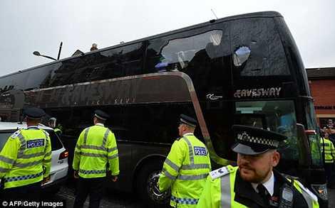 Chiếc xe buýt đã bị hỏng hóc nặng