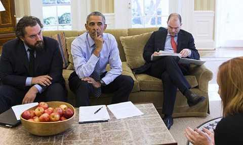 Cody Keenan (bên trái ảnh) là ngòi bút chính viết diễn văn cho Tổng thống Mỹ Obama