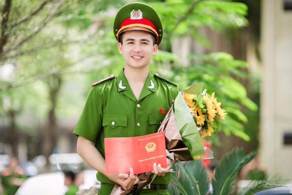 Hot boy trường Học viện cảnh sát Trần Trung Hiếu.
