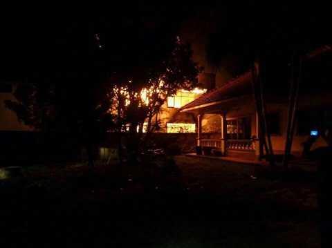 Hình ảnh đám cháy bùng phát dữ dội.