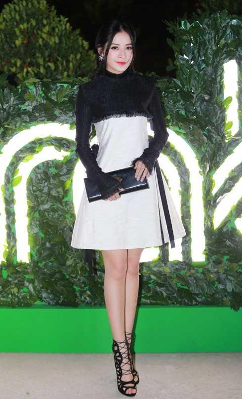 Tối 31/3, Chi Pu xuất hiện rạng rỡ tại một sự kiện được tổ chức ngoài trời. Nữ diễn viên được chú ý khi vừa xuất hiện bới vẻ ngoài cuốn hút.