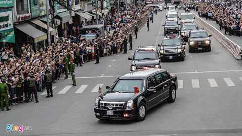 Chiều 24.5, Tổng thống Mỹ Barack Obama   đặt chân tới TP HCM. Ngoài chiếc Cadillac One chở Tổng thống và xe đóng   thế được nhiều người biết tới, trong đoàn xe còn có những mẫu xe đặc   biệt. Ảnh: Khương Nha.