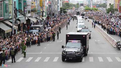 Trong trường hợp khẩn cấp, một nhóm 8 xe   sẽ tách khỏi đoàn để đưa Tổng thống đến một nơi an toàn hơn. Những chiếc   xe này được các mật vụ được đào tạo bài bản, có thể đối phó trong những   tình huống xấu nhất. Ảnh: Khương Nha.