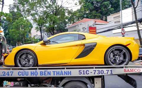 Cách đây 3 ngày, hình ảnh siêu xe   McLaren 650S Spider thuộc sở hữu của thiếu gia Phan Thành xuất hiện tại   cảng VICT ở TP HCM. Về cùng đợt với siêu xe này còn có chiếc Mercedes   SLS Roadster đầu tiên tại Việt Nam.
