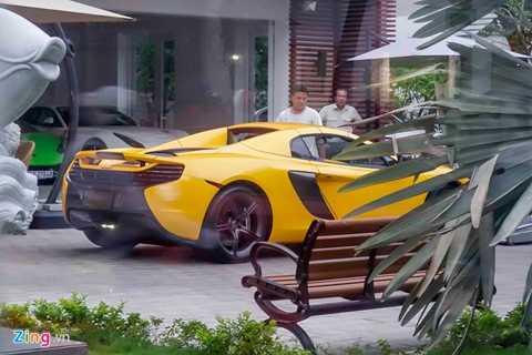 Sau khi tậu thêm McLaren 650S Spider, gia   đình thiếu gia Phan Thành có 3 chiếc xe đắt giá gồm Ferrari F12,   Lamborghini Huracan và chiếc McLaren. Ngoài ra, bộ sưu tập của Phan   Thành còn hàng chục xe sang đắt tiền khác hiệu Rolls-Royce, Bentley,   BMW...
