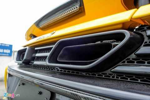 Hầu hết các chi tiết trên khung xe được   làm bằng sợi carbon. McLaren là một trong những hãng siêu xe đầu tiên   trên thế giới sử dụng khung xe bằng sợi carbon, điển hình như chiếc   McLaren F1 sản xuất năm 1994 nhưng đến nay vẫn bền đẹp.