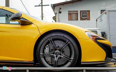 Vành 5 chấu kép sơn đen mờ, đường kính 19   inch phía trước và 209 inch phía sau, kết hợp với lốp hiệu Pirelli   P-Zero Corsa, kích thước 235/35-19 phía trước và 305/30 - 20 phía sau.