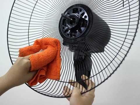 Theo anh Long (nhân viên chuyên sửa chữa thiết bị điện tại cửa hàng điện lạnh trên đường Cầu giấy, Hà Nội) chia sẻ: