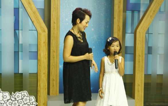 """Nhân """"Ngày của mẹ"""", bé Nếp dành tặng cho mẹ Thái Thùy Linh lời chúc dễ thương: """"Chúc mẹ hát hay, xinh đẹp, và khỏe""""."""