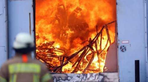 Bên trong tòa nhà bị thiêu rụi. Ảnh: Bild