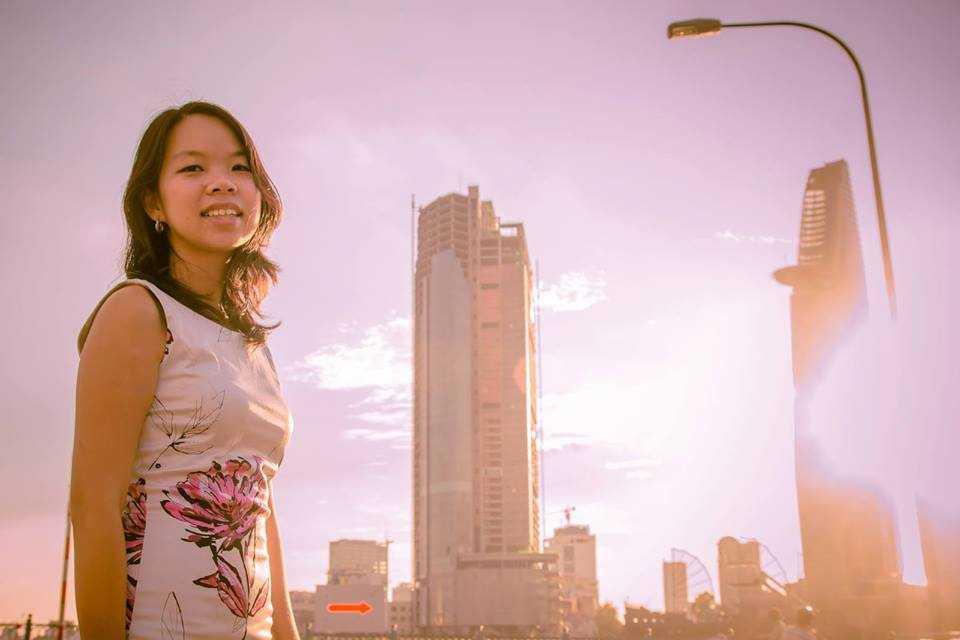 Ngô Thùy Ngọc Tú, nữ doanh nhân trẻ đảm nhiệm vai trò người dẫn chương trình trong cuộc giao lưu của Tổng thống Obama với các thủ lĩnh trẻ Việt Nam