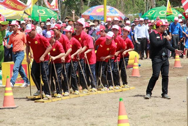 Sự quyết tâm của các thành viên xã Ngọc Đông để mang cây cầu về cho xã của mình
