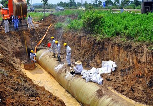 Đường dẫn nước sông Đà trong một lần bị vỡ