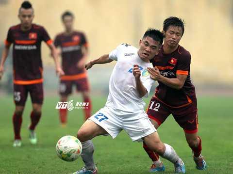 Trần Phước Thọ (12) thi đấu trong màu áo U23 Việt Nam (Ảnh: Quang Minh)