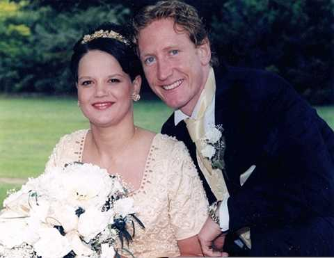 Vợ chồng Ray Parlour trong ngày cưới năm 1998 khi cặp đôi đã có với nhau hai đứa con