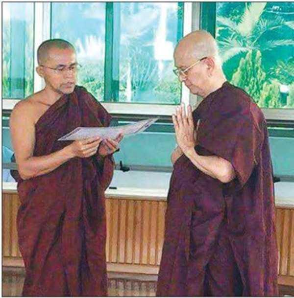 Cựu tổng thống Myanmar Thein Sein trong trang phục nhà sư