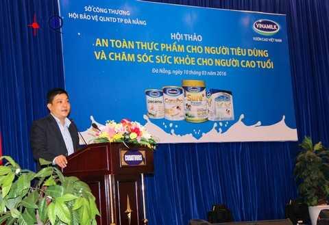 Ông Nguyễn Kim Trung - Giám đốc kinh doanh miền Trung 1 Vinamilk - phát biểu tại hội thảo ở Đà Nẵng