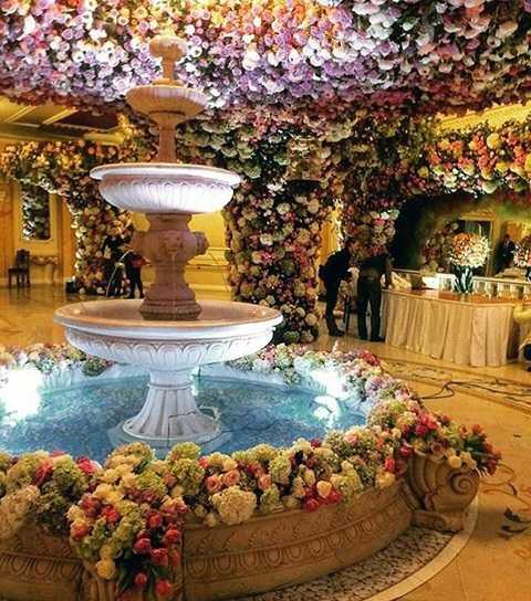 Không gian đám cưới ngập hoa và cảnh đẹp