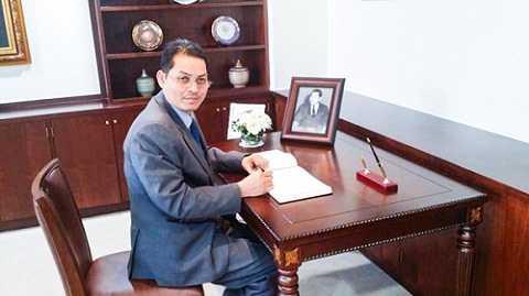 Đại sứ Campuchia tại Hàn Quốc, ông Suth Dina