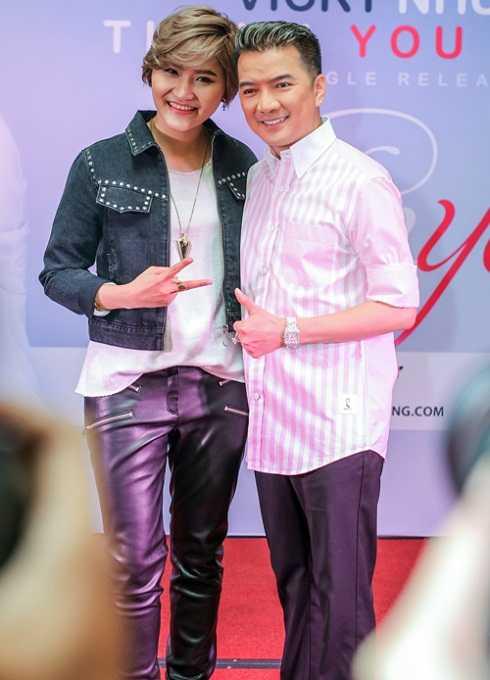 Đàm Vĩnh Hưng tới tham dự buổi ra mắt sản phẩm âm nhạc của học trò Vicky Nhung. Khác với những lần xuất hiện trước đây, lần này