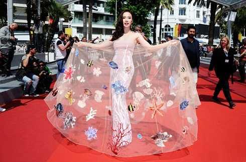 Trong ngày thứ 2 tại LHP Cannes,