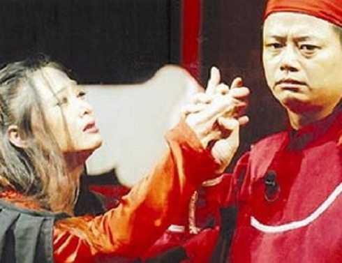 Xuân Tùng là diễn viên của Nhà hát Tuổi trẻ. Anh ít tham gia đóng phim và rất kín tiếng trong cuộc sống riêng.