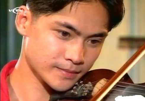 Lê Long Vũ vào vai Phong - người yêu của Hoài. Anh là con trai của nam diễn viên gạo côi Lê Dũng Nhi. Là diễn viên múa nhưng anh rất có duyên với điện ảnh. Ngoài