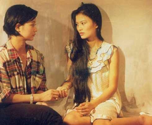 Diễn viên Hoa Thúy vào vai Thắm - bạn thân của Hoài. Vào những năm 1997 - 2000, nữ diễn viên được rất nhiều khán giả truyền hình yêu thích khi góp mặt trong phim dài tập