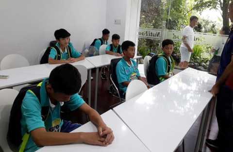 Các cầu thủ nhí HAGL thất vọng vì lỡ cơ hội dự mini World Cup (Ảnh: Tuổi trẻ)