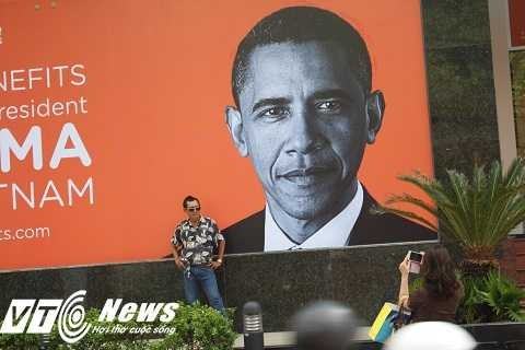 Hình ảnh Tổng thống Obama, được công ty Icare Benefist in ra treo ngay trước cửa công ty để chào đón