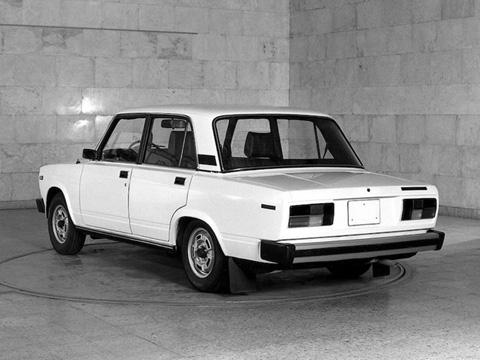 Nổi tiếng nhất trong những mẫu ôtô xã hội   chủ nghĩa (XHCN) phải kể tới chiếc Lada Riva, hay VAZ 2010. Được sản   xuất từ năm 1970 và là bản
