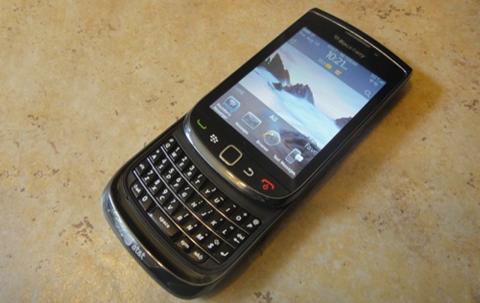 Mẫu Torch 9800 sở hữu cả màn hình cảm ứng và bàn phím QWERTY.