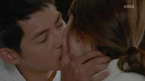 Song Hye Kyo đã chủ động yêu cầu hôn thêm để có cảnh quay hoàn hảo nhất.