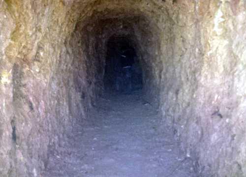 Đường hầm xuyên núi của Bí thư Liếc. Ảnh: Tiến Hùng.
