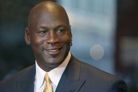 Michael Jordan là ngôi sao thể thao đã giải nghệ kiếm tiền giỏi nhất năm 2015
